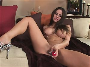 Rachel Roxx eases nude on the sofa opening up her clean-shaved puss