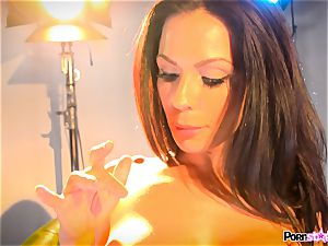 Kirsten Price messing with her warm scorching cooter