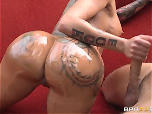 tatted diva Bella Bellz ass fucking by the pool