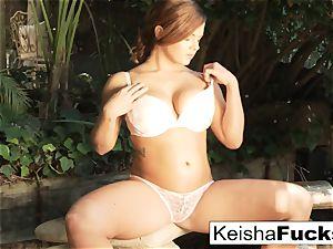 wondrous babe Keisha takes a big black salami outdoors