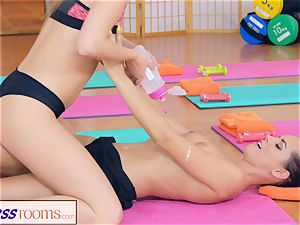 FitnessRooms Barbara Bieber has a sexual exercise