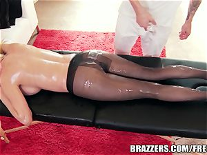 hefty rump hotty likes oily anal invasion