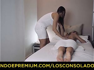 LOS CONSOLADORES - uber-cute honey nude massage and 3some
