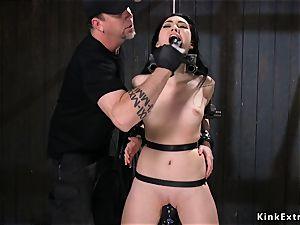super hot butt brunette labia pulverized in contraption