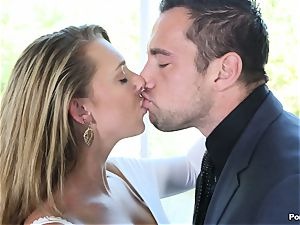 fat titted Brooke Wylde tongued tidy from behind