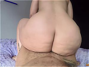 dick railing hotty gives her enormous booty for a fuckfest