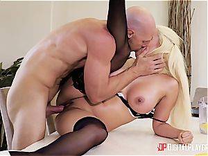 Luna star makes a spurting filth in her boss's place