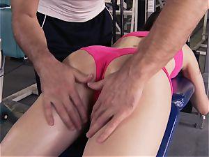 Gym stunner Casey Calvert lovinТ her workout