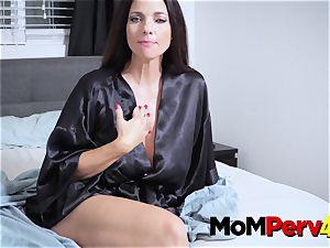 milf Jessica makes stepdaughter engage in molten lezzie sex