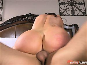 crazy honey Nikki Benz gets a massive cumload on her bumpers