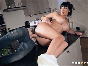 man-meat poking Valentina Ricci