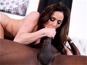 Kendra lust enjoying Mandingo 14 inch black rod
