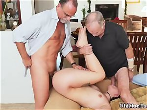 elder dude smash dame More 200 years of beef whistle for this sexy dark-haired!