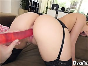 lezzie nubile in tights