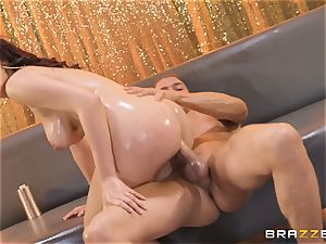 Valentina Nappi glides on the cock of Xander