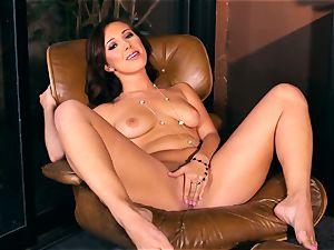 Jenna Sativa likes some jummy bare onanism