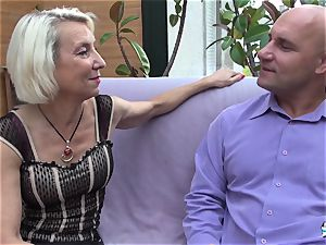 La Cochonne - French mature gets her culo fuck hole gaped
