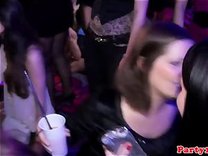 party amateur cockblowing on the dancefloor