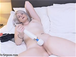 ash-blonde Coed milks goes For 2 with the hitachi