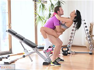 FitnessRooms anal internal cumshot session for huge-boobed mummy